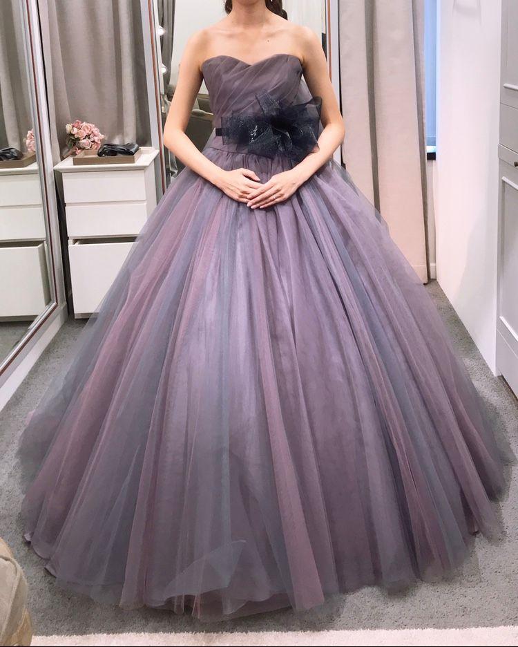 珍しいカラーの限定ドレス