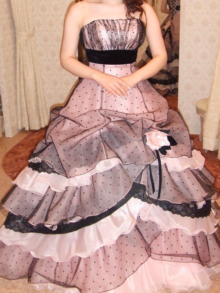 遊び心をプラスしたドレス