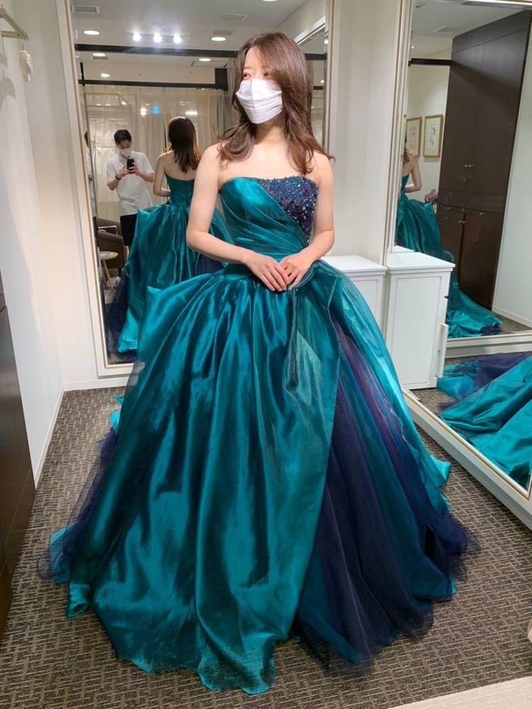 グリーンとネイビーのゴージャスなカラードレス