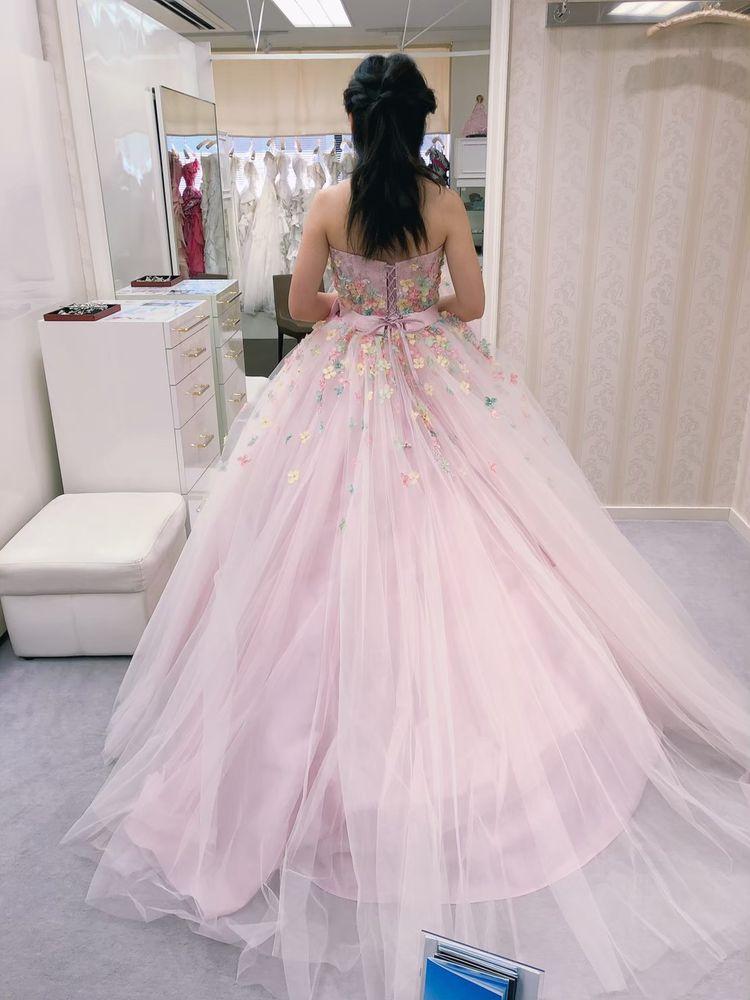 花の模様が可愛いドレス