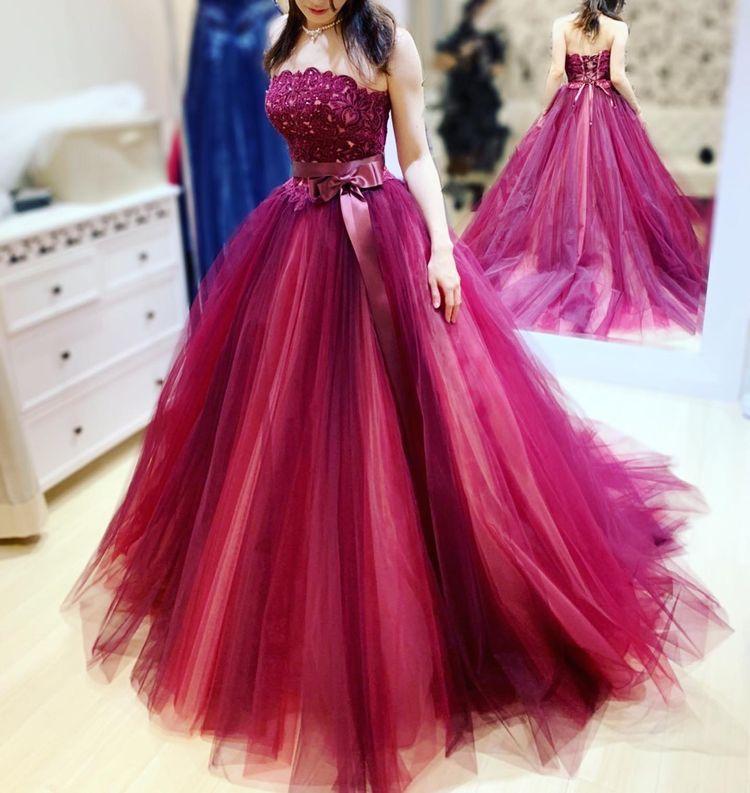 ワインレッドが美しいドレス