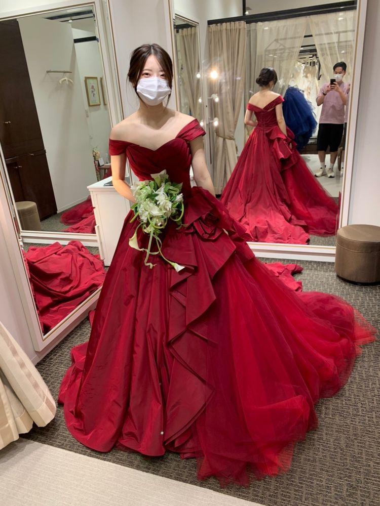 大人っぽい深みのあるレッドドレス