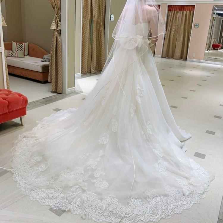 シンプルなビスチェタイプのドレス