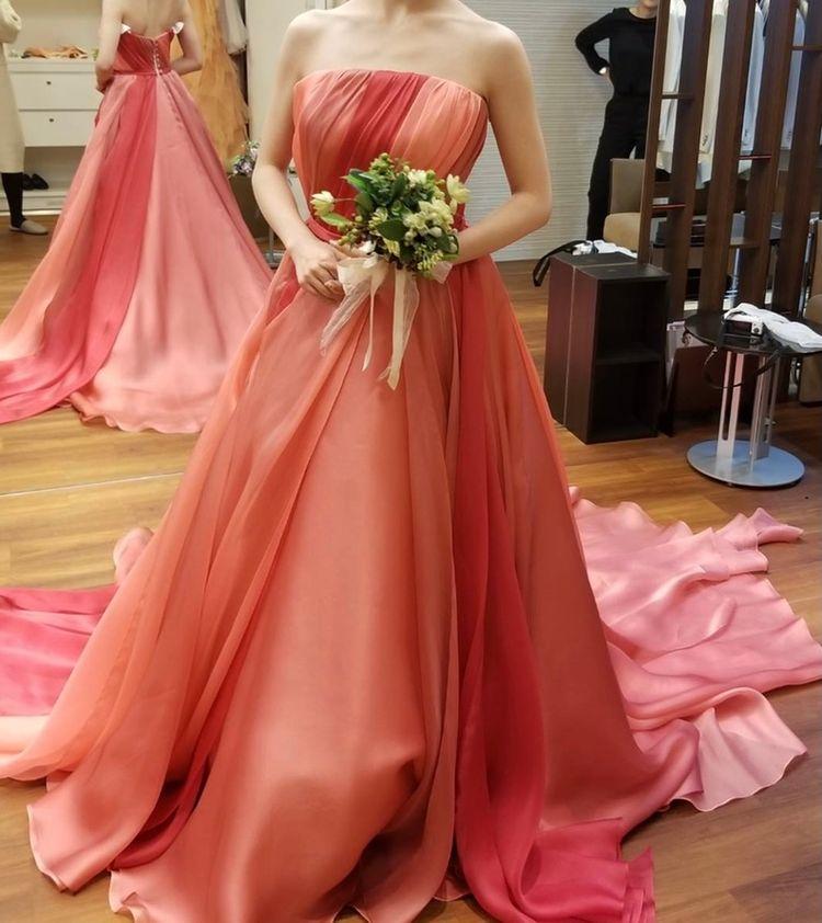 赤ドレスだけど柔らかい印象