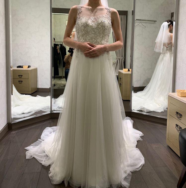 落ち着いた印象のドレス