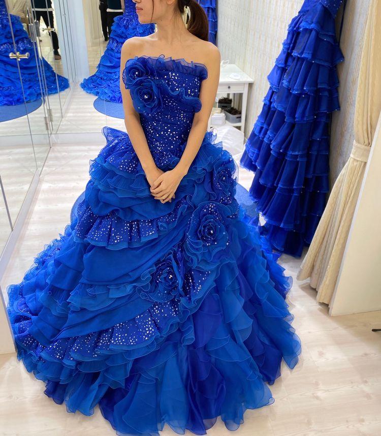 存在感たっぷりなドレス。