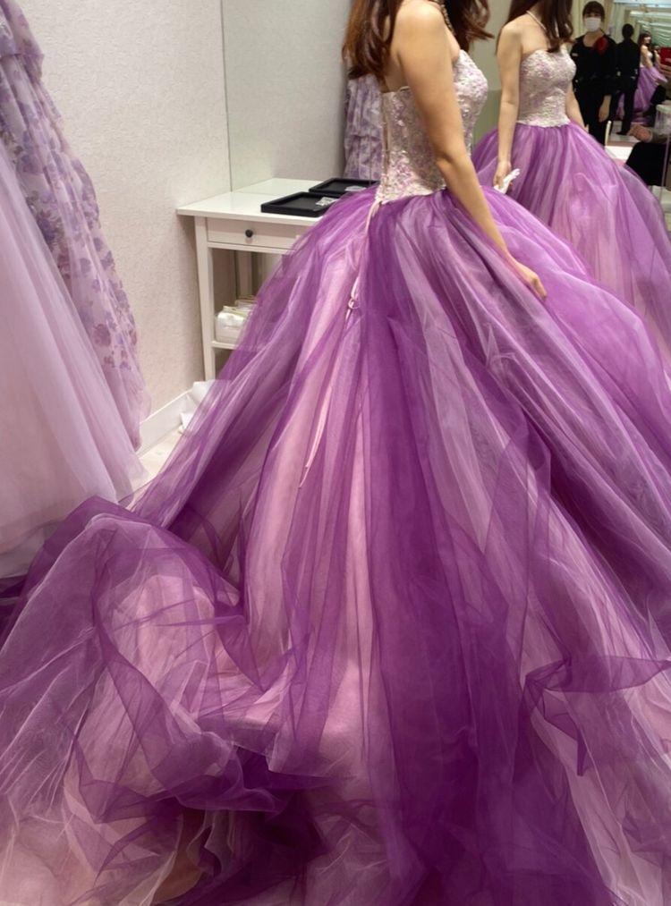 主役感のある華やかドレス。