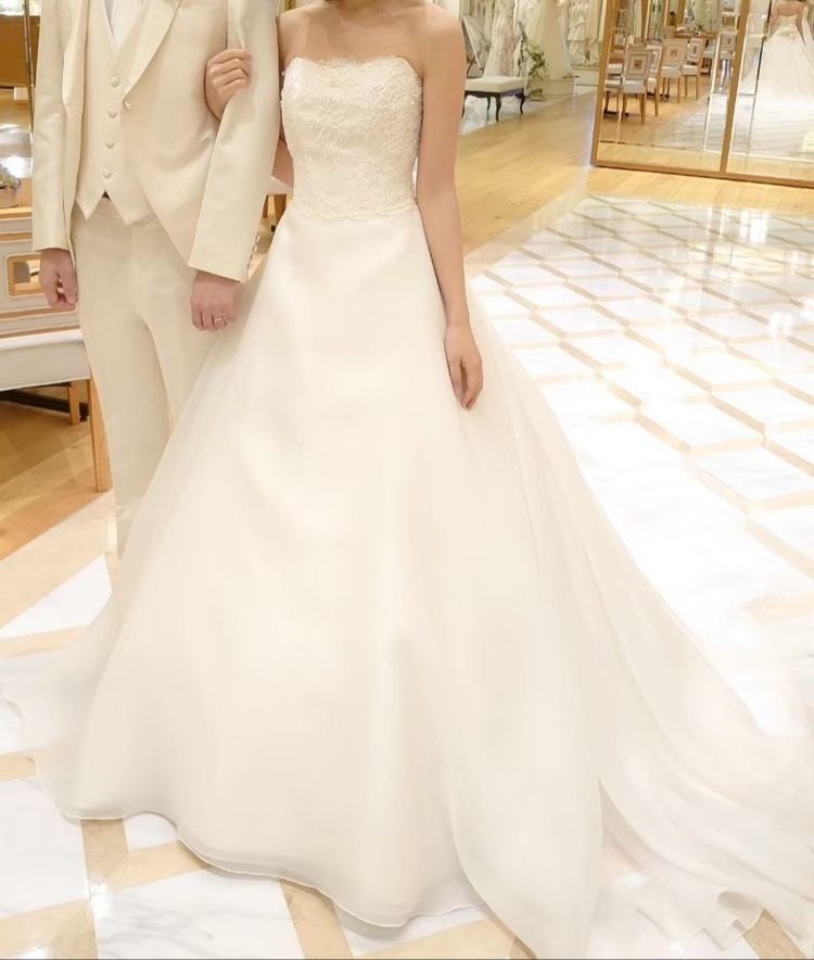柔らかい印象のウエディングドレス