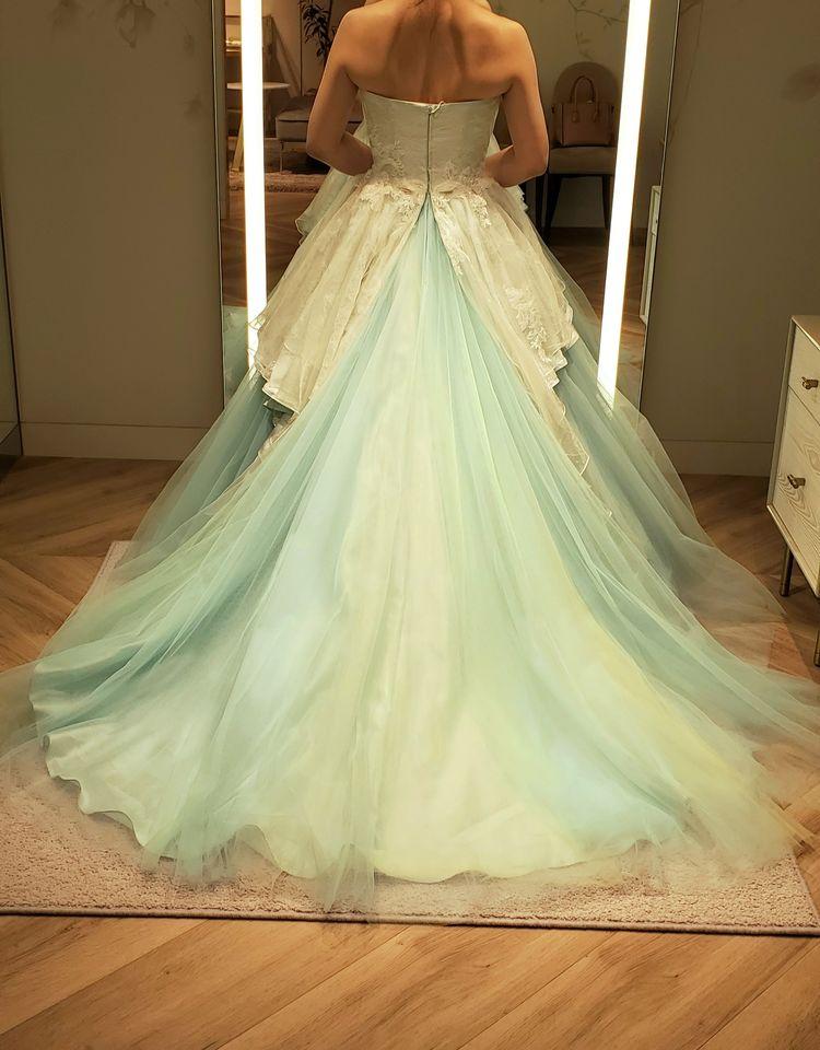 淡いグリーンが綺麗なドレス