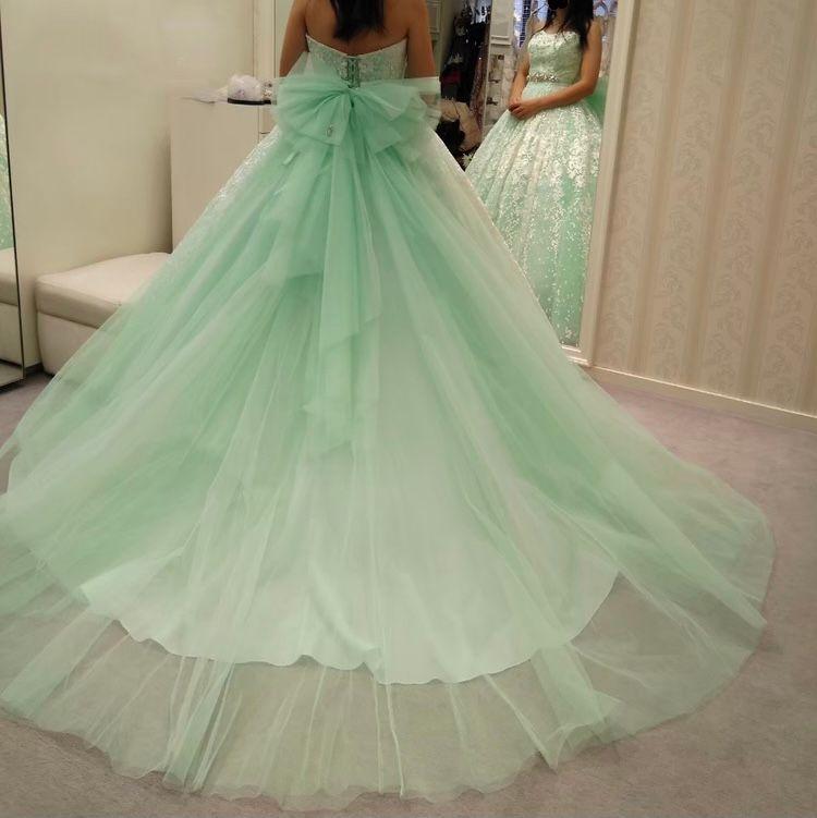 さわやかなミント色のドレス