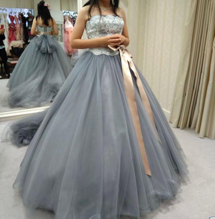 クラシックなデザインのドレス
