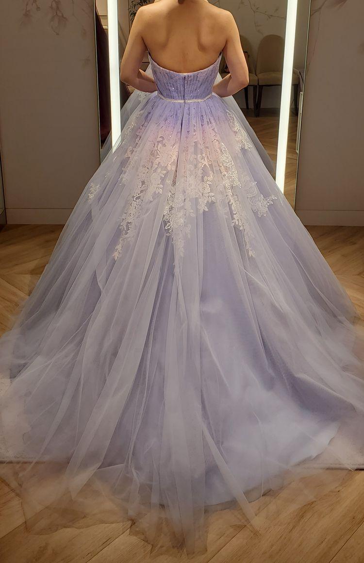 刺繍のグラデーションが美しいドレス