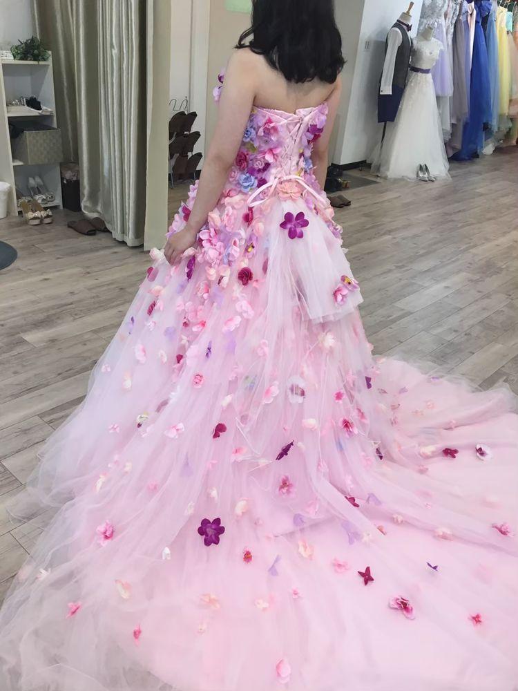 お花とボリュームがたっぷりなドレス