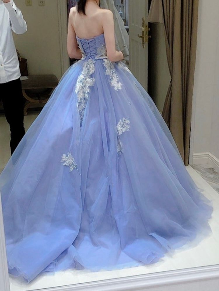 着る人を引き立ててくれるドレス♪