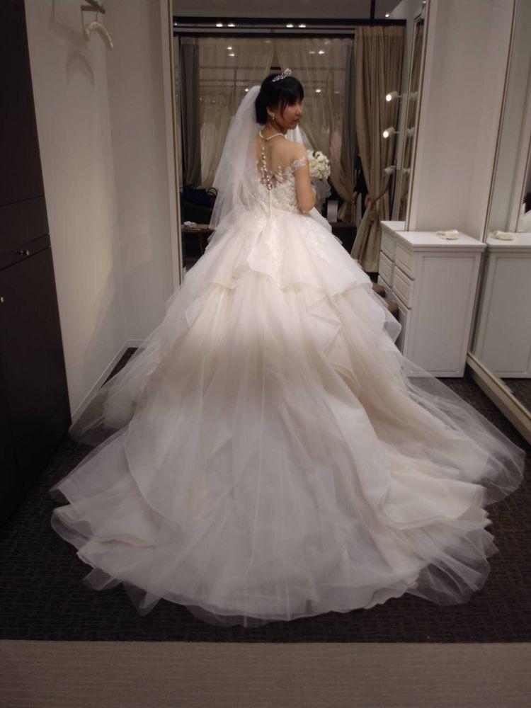 二の腕を少し隠せるドレス