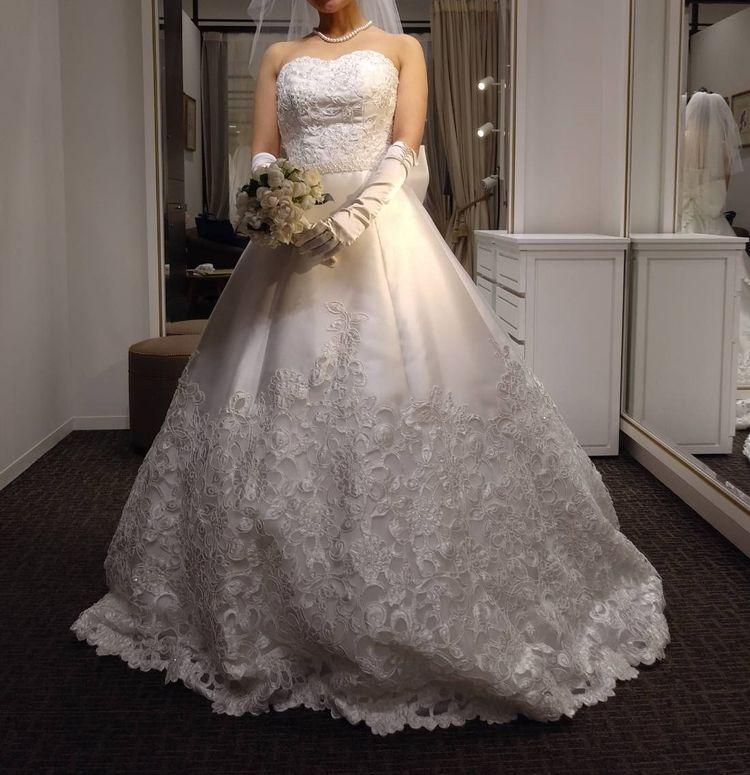 バックスタイルが素敵なドレス