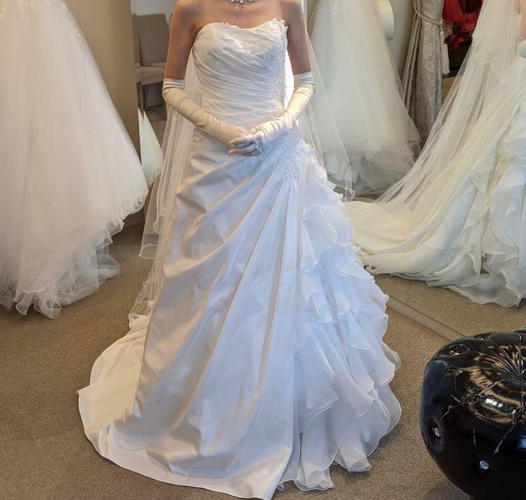 上品で美しいウェディングドレス