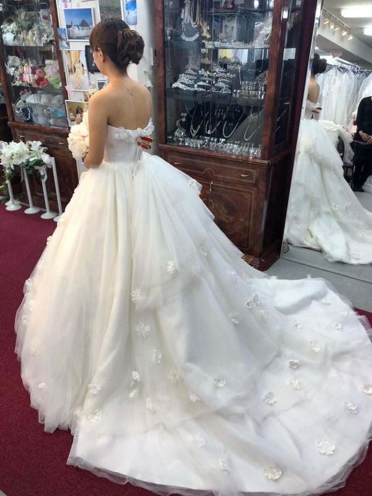 フラワーモチーフのドレス