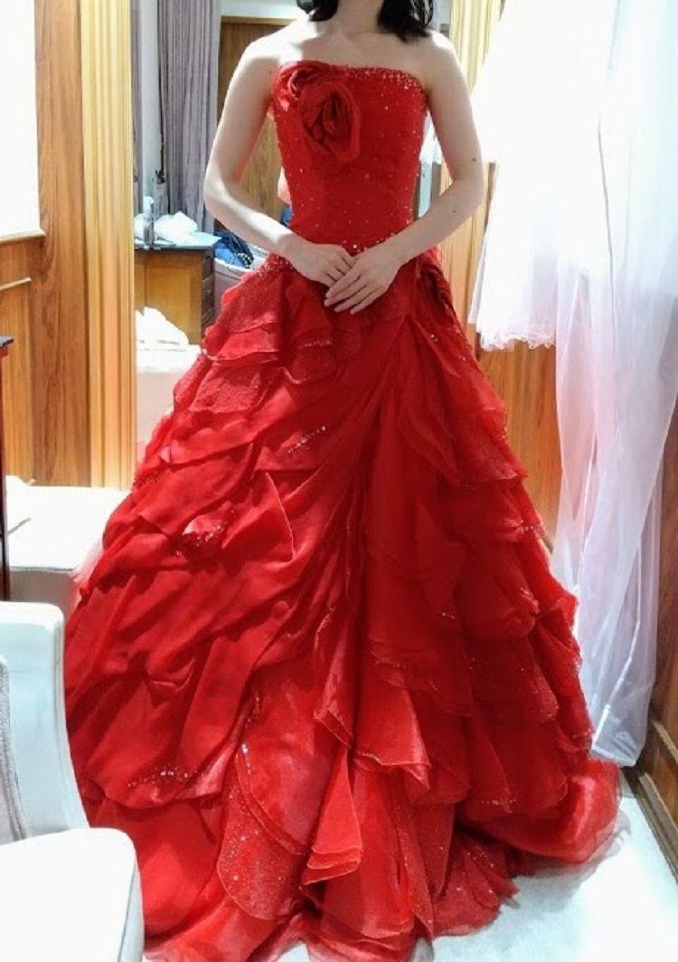 ゴージャスな赤のドレス