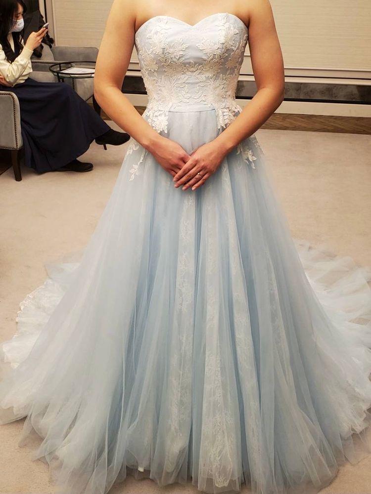 雪のように軽く透明感のあるドレス