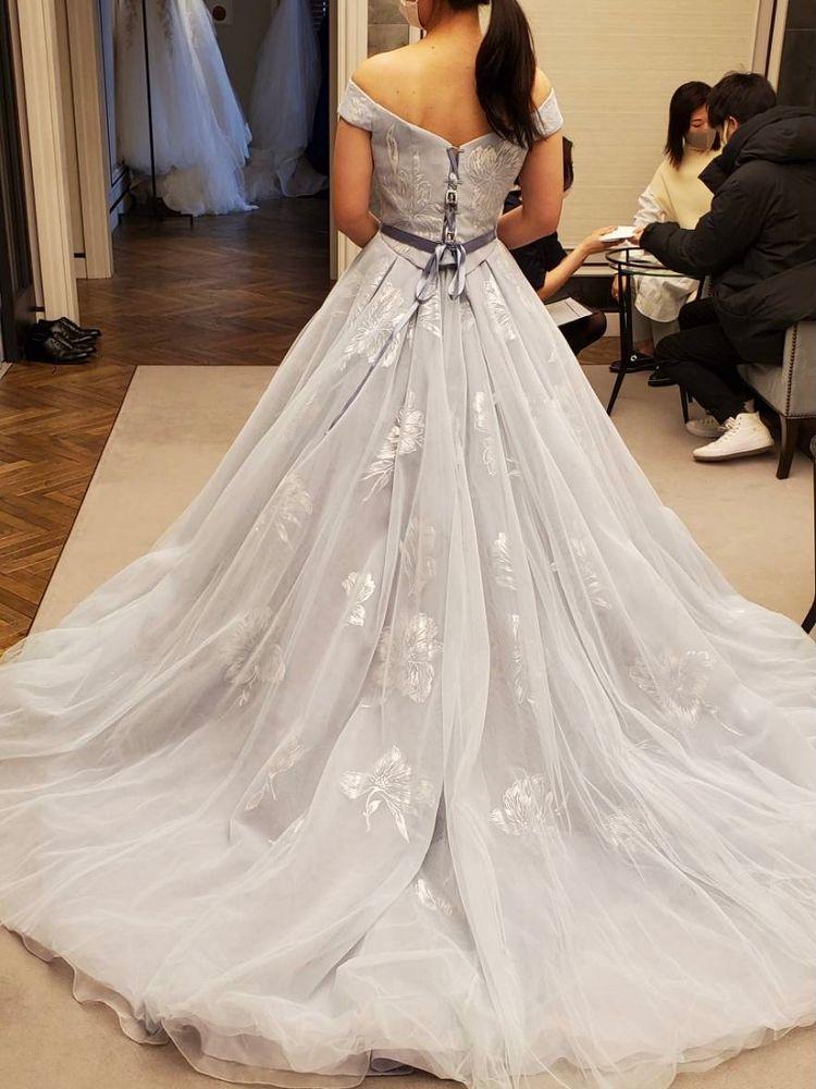 広がりが美しいドレス