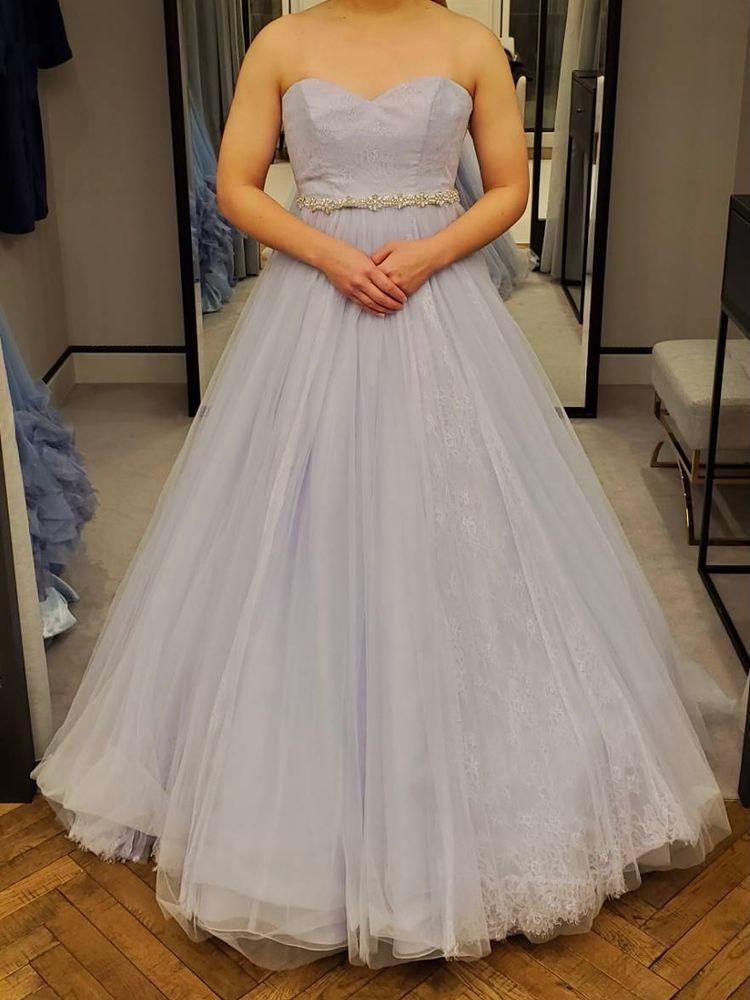ビジューがかわいいドレス