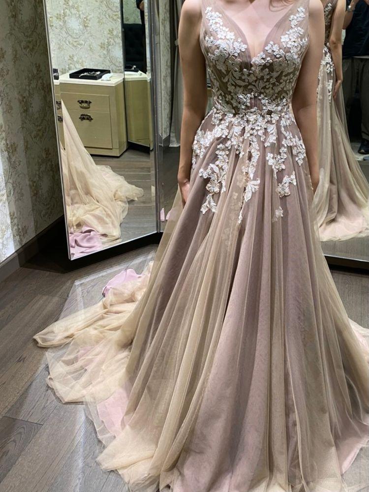 ブラウンのカラードレス