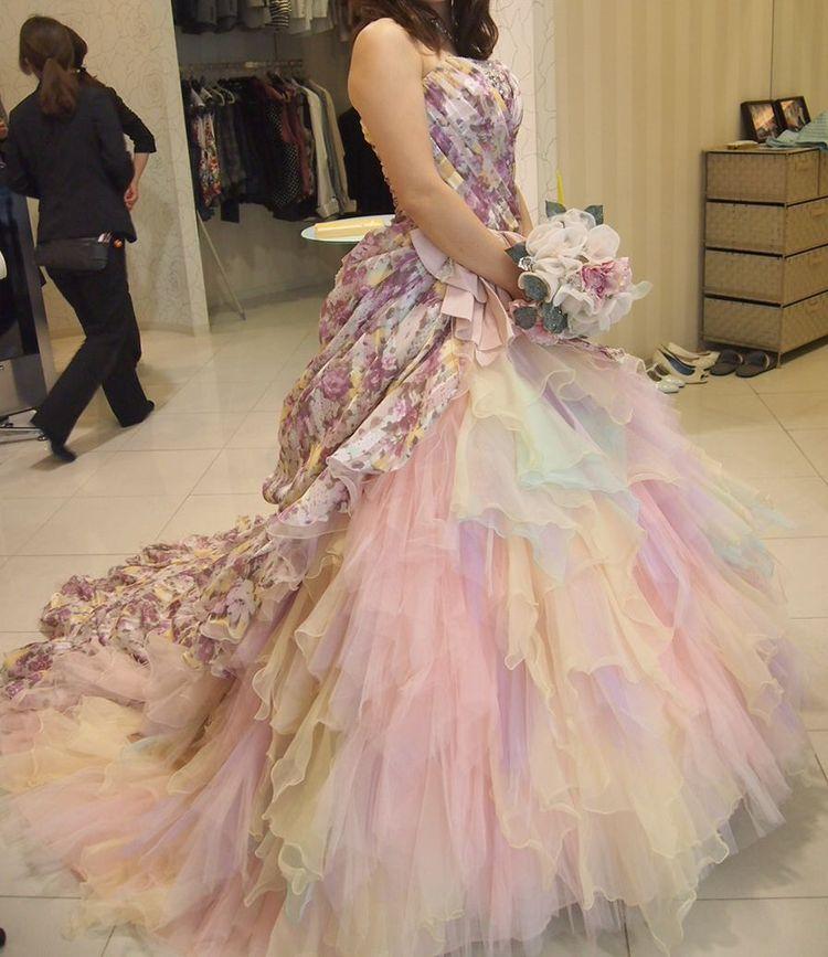 キュートでカラフルなカラードレス