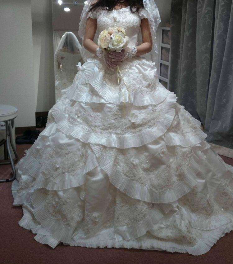 美しいオフホワイトのドレス