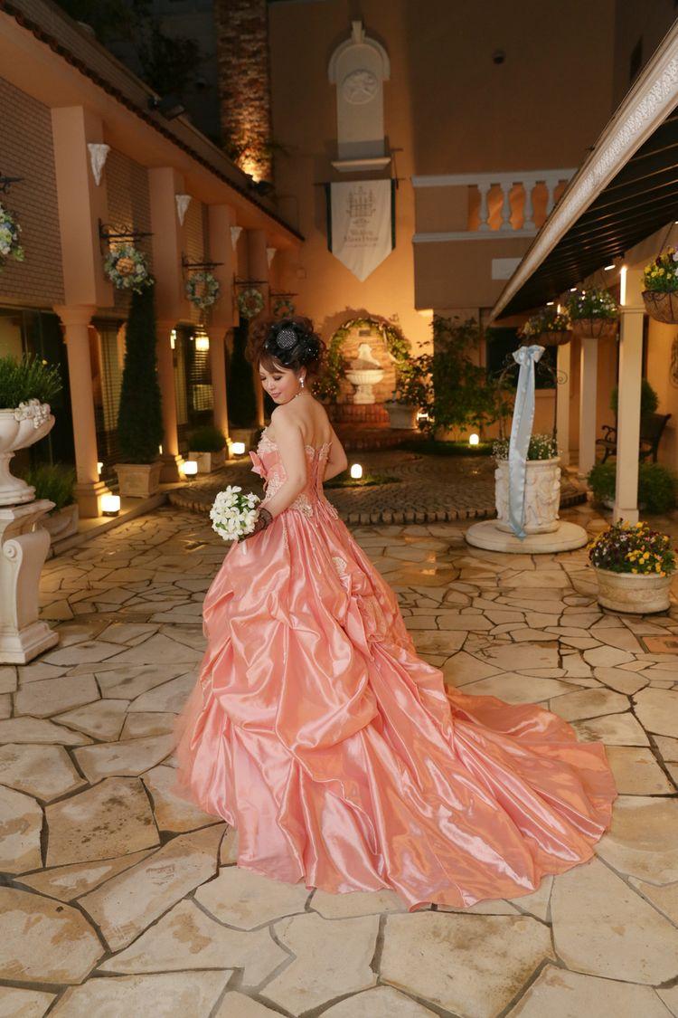 大人ピンクのキュートなお姫様ドレス