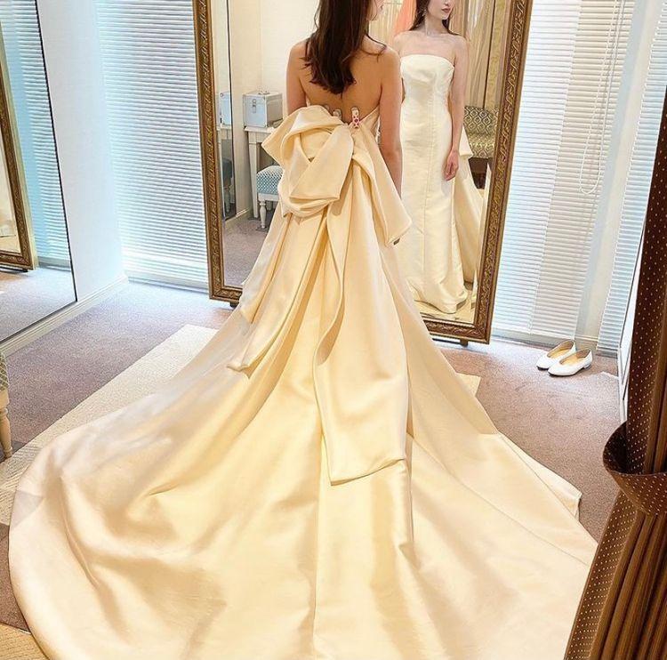 バックスタイルが美しいエレガントドレス