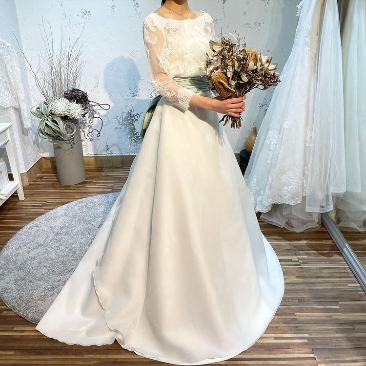 シンプルイズベストなウエディングドレス