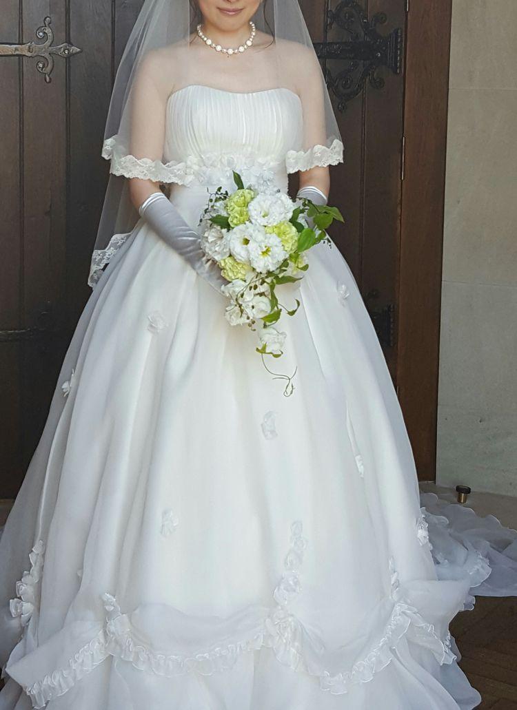 ふんわりお花がとってもかわいいドレス♡