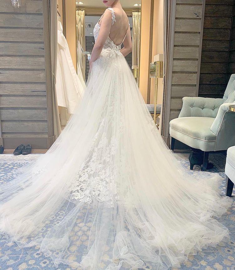 Monique Lhuillier 総レースが可愛いドレス
