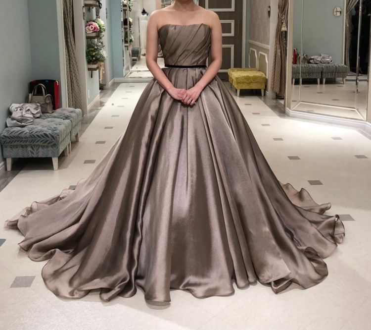 秋婚にぴったりな大人ドレス