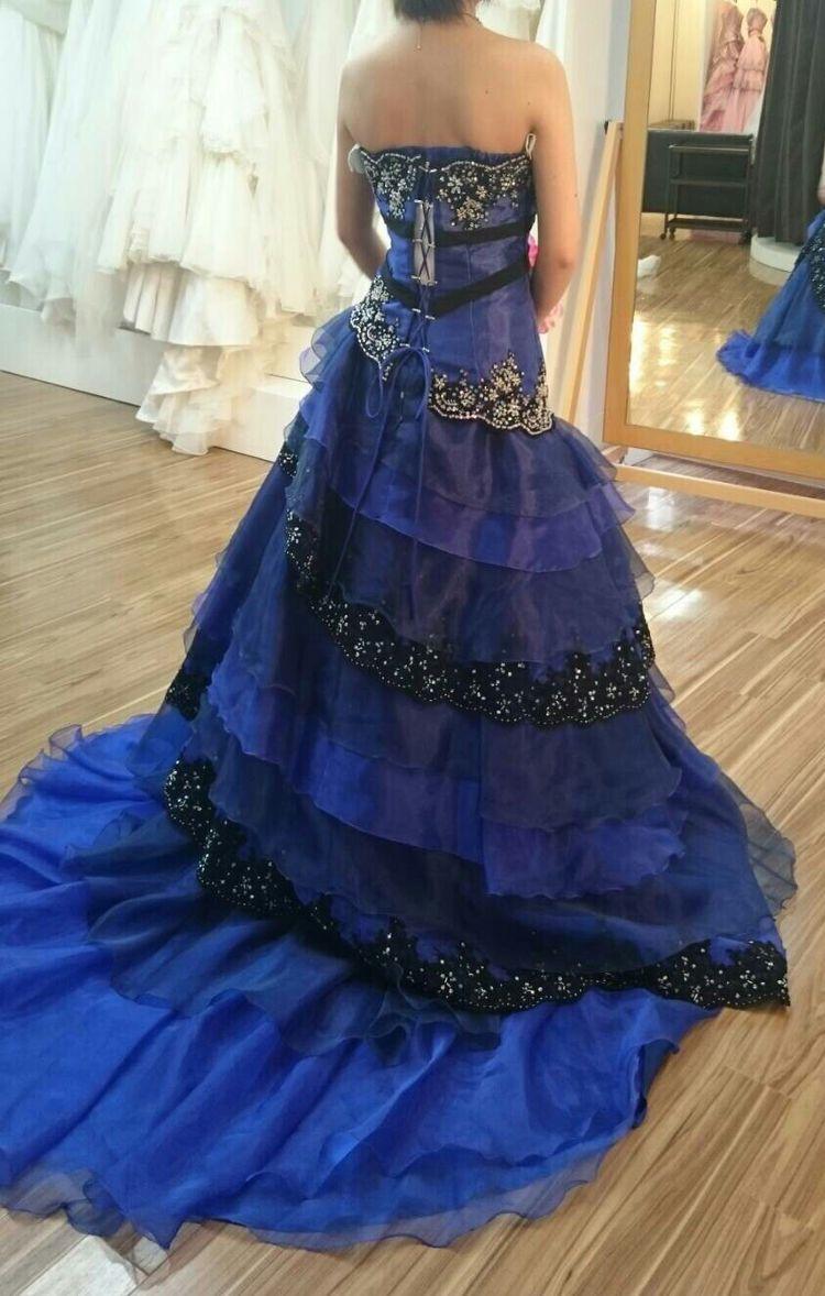 ブルーのスレンダードレス