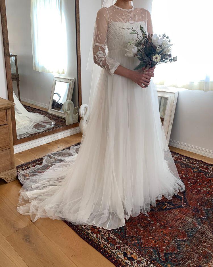 個性的なチャーチ刺繍のドレス