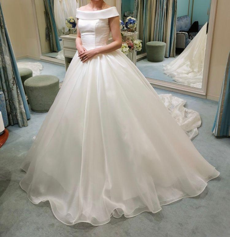 ロールカラーのドレス