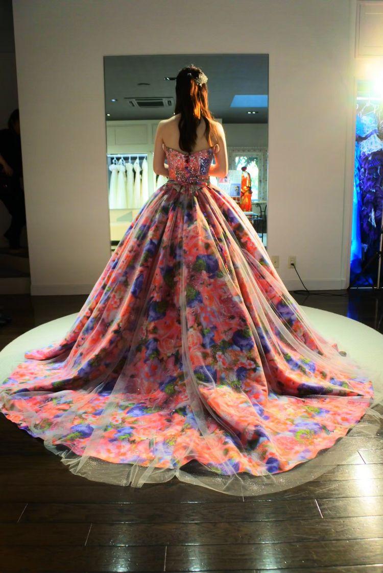 ピンクの花柄ドレス