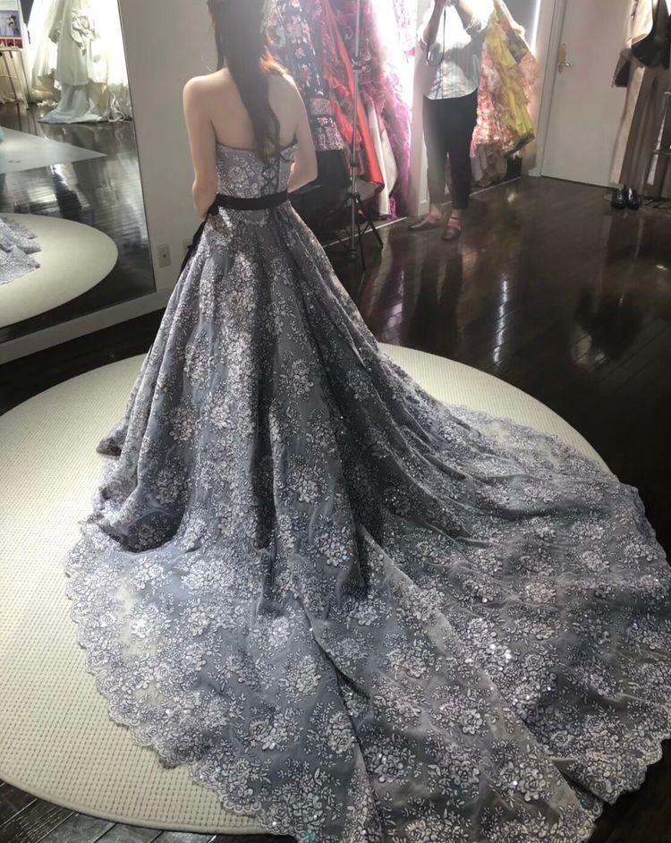刺繍がゴージャスなドレス