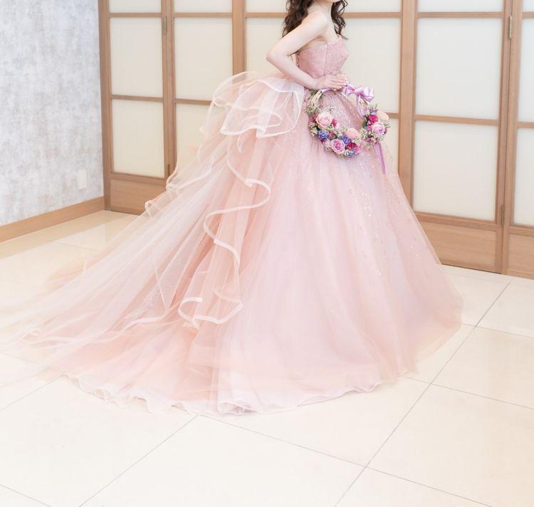 ピンクのグリッタードレス