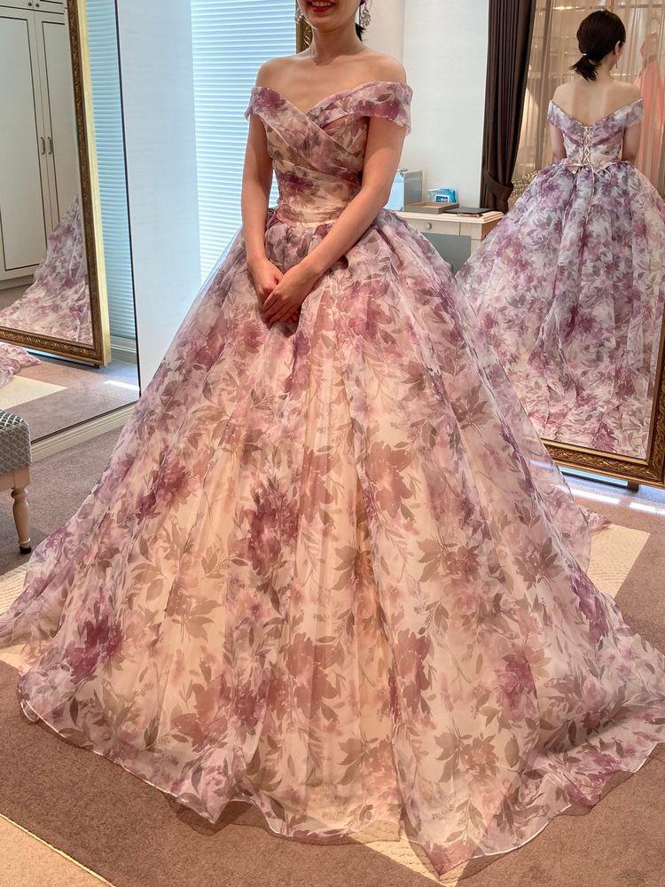 優しい色使いで可愛いドレス!