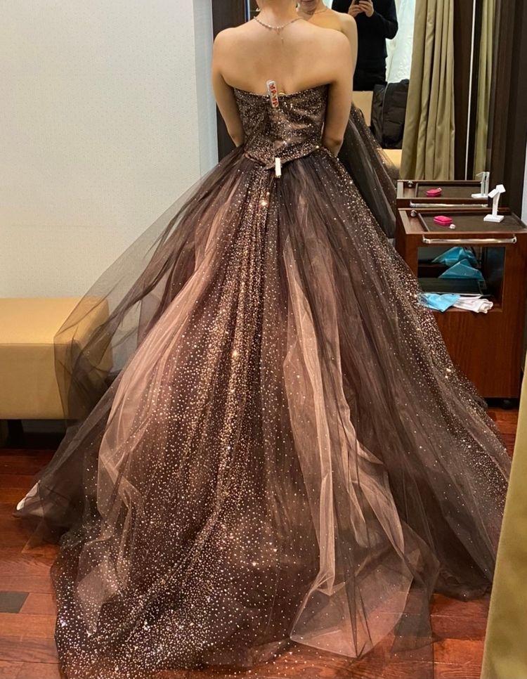 ゴージャスなブラウンカラードレス