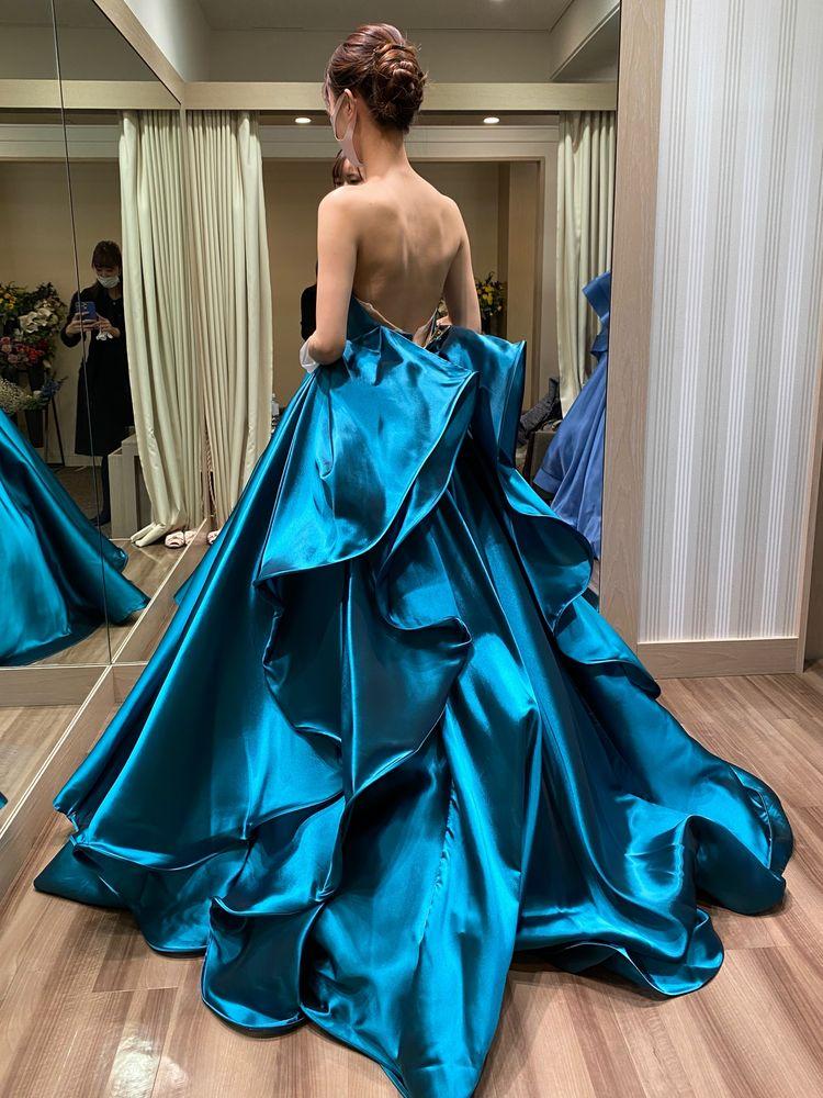 艶々なブルーグリーンドレス