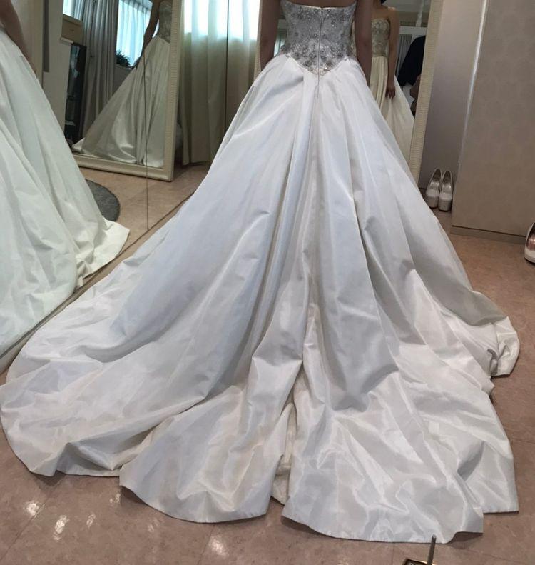 上半身ビジューのドレス