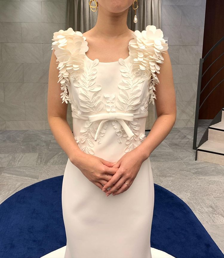 思わず触りたくなるデザインのドレス