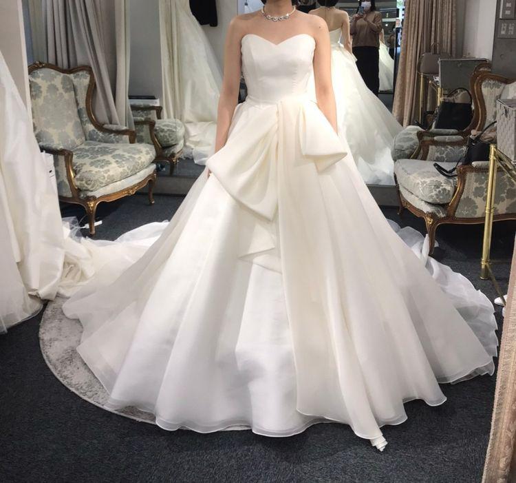 シンプルなリボンドレス
