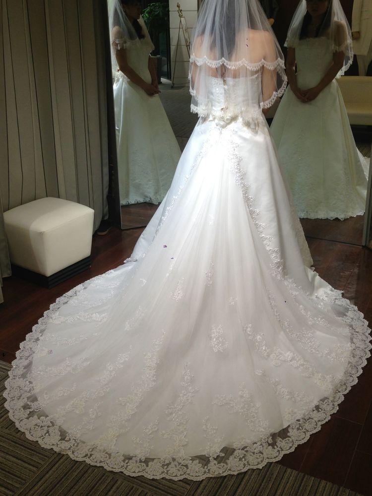 スタイルがきれいに見える清楚なドレス