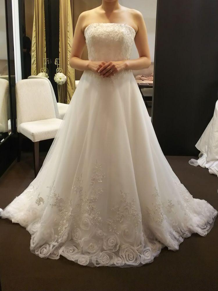 スッキリシンプルなドレス。