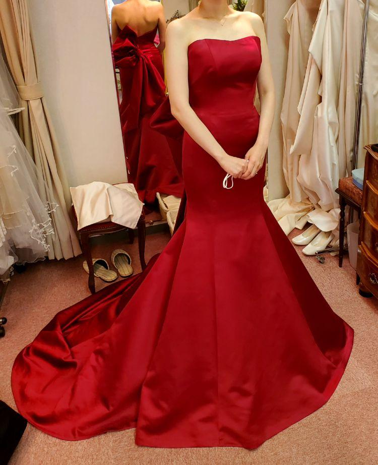 スタイリッシュなマーメイドのカラードレス